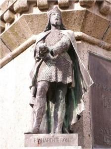 Памятник Ричарду II Доброму в Нормандии, в Фалезе.